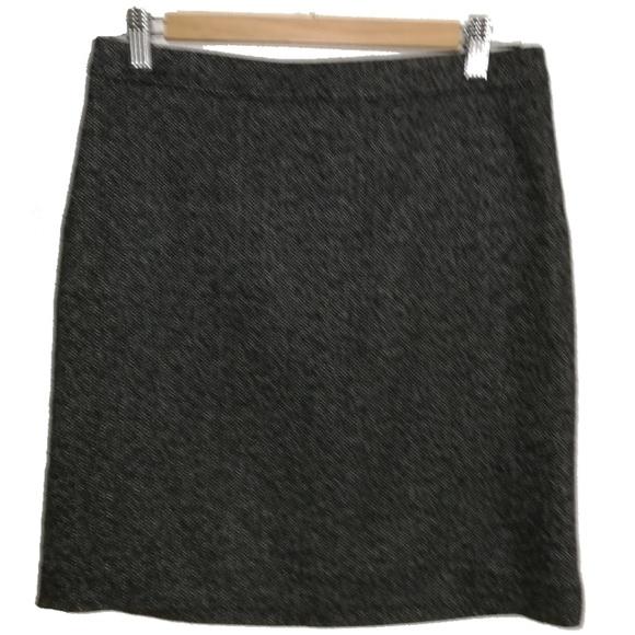 LOFT Dresses & Skirts - LOFT Herringbone Classic Black Mini Skirt, size 2